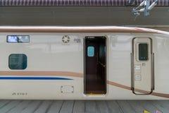 Дверь поезда пули серии E7/W7 (высокоскоростной или Shinkansen) Стоковые Изображения