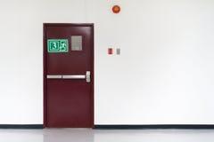 Дверь пожарного выхода Стоковые Фотографии RF