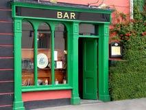 Дверь приветствующего ирландского паба стоковое изображение