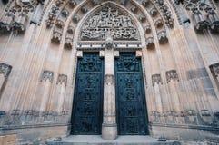 Дверь собора St Vitus в чехии Праги стоковое фото