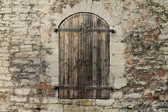 Дверь старого городка в Таллине, Эстонии Стоковая Фотография