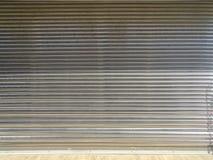Дверь старой завальцовки стальная для предпосылки Стоковая Фотография