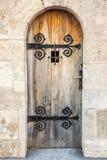 Дверь с барами на старой стене Стоковое фото RF