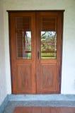 Дверь сделанная от стекла и древесины Стоковое Фото