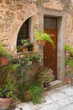 Дверь с заводами и цветками (Spello, Умбрией, Италией ), то Стоковые Изображения RF