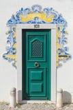 Дверь с типичной португальской плиткой Стоковые Фотографии RF