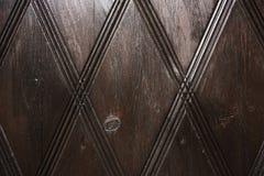 Дверь темного коричневого цвета деревянная с картиной Стоковое Фото