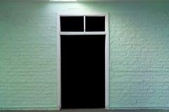 дверь темноты к Стоковые Фото