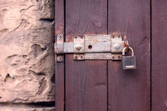 Дверь темных деревянных планок Стоковое Изображение