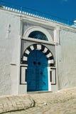 Дверь тунисца блю стоковое фото