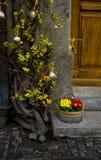 Дверь украшенная для пасхи в tauber der ob rothenburg Стоковое фото RF