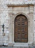дверь церков assisi стоковая фотография