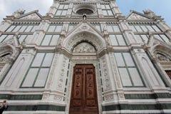 Дверь церков Santa Croce, Firenze, Италии Стоковое фото RF
