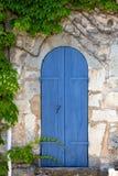 Дверь Mediterrenean узкая деревянная Стоковое фото RF