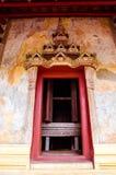Дверь Sim в виске Saket старый буддийский висок в Вьентьян стоковые изображения