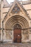 Дверь virgins собора Santa Maria в Morella, стоковое фото