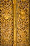 Дверь Wat Ho Phra Keo скульптуры в Вьентьян стоковые фотографии rf