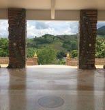Дверь Wat Phra что сын Kaew Pha к природе стоковые изображения rf