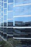 двигает под углом голубой взгляд города Стоковое Изображение RF