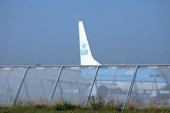 Двигатель авиакомпаний KLM королевский голландский делая такси в авиапорте Schiphol, Амстердаме Крупный план кабеля Стоковое Изображение