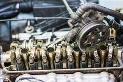 Двигатель автомобиля, извлекает и собирает двигатель Стоковые Фотографии RF