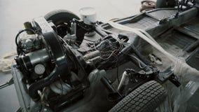 Двигатель, мотор на автоматическ-разборке в гараже сток-видео