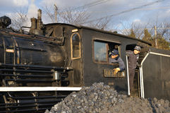 двигатель смотря вне работников поезда комнаты Стоковые Изображения