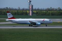 Двигатель Austrian Airlines в авиапорте вены, СОПЕРНИЧАЕТ Стоковая Фотография RF