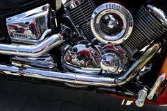 Двигатель Yamaha крома с отражениями Стоковая Фотография RF