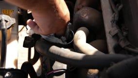 Двигатель автомобиля, взгляд крупного плана видеоматериал