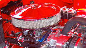Двигатель автомобиля и воздушный фильтр стоковое фото