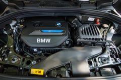 Двигатель компактного путешественника BMW 225e MPV активного, Штепсельн-в-гибрида стоковые изображения