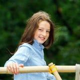 Двигать в зрелость портрет девушки напольный подростковый Стоковые Фотографии RF