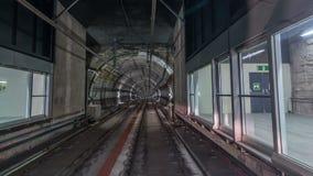 Двигать в тоннель метро со светлыми следами внутри timelapse акции видеоматериалы