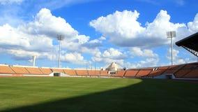 Двигать стадиона, облака и тени. сток-видео