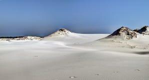 Двигая дюны, полдень весны в Польше стоковые изображения