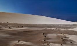 Двигая дюны, Польша, полдень стоковая фотография