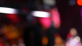 Двигая defocused моргать света на концерте, абстрактной предпосылке видеоматериал