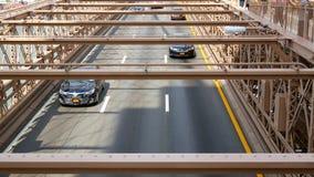 Движение автомобилей Бруклинского моста в Нью-Йорке акции видеоматериалы