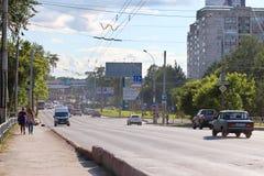 Движение автомобилей на дороге стоковые изображения rf