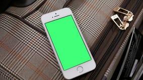 Движение багажа дисплея и зеленого телефона экрана