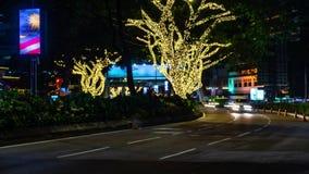 Движение в городе Промежуток времени бульвара 4K, ноча Пропускать плотного движения с запачканным движением сумрак сток-видео