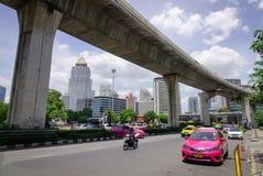 Движение в центре города в Бангкоке, Таиланде Стоковые Фото
