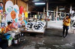 Движение запачканное людей сделало handmade зонтик искусства для tra выставки Стоковые Фотографии RF