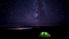 Движение звезд в ночном небе сток-видео
