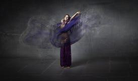 Движение исполнительницы танца живота Стоковые Изображения RF