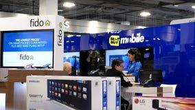 Движение клиентов покупая новый план мобильного телефона видеоматериал