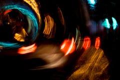 Движение круга высокого разрешения абстрактное накаляя запачкало предпосылку в темная яркая красной, зеленый, желтый, голубой Стоковые Изображения RF