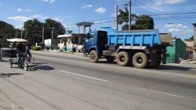 Движение на дороге в Camaguey видеоматериал