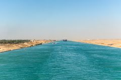 Движение на канале Суэца в Египте стоковая фотография rf